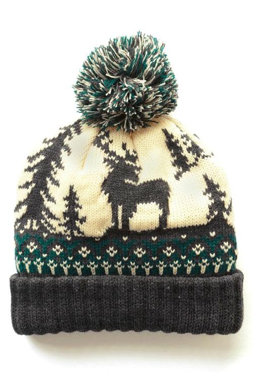 Вязаная шапка с оленем и помпоном состоит из мягкой трикотажной ткани. Идеальный аксессуар для Вашего зимнего