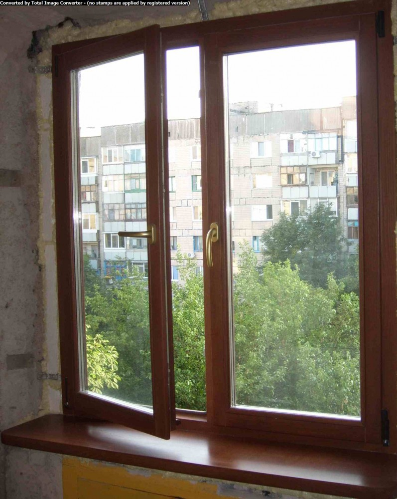Установить деревянные оконные рамы на балкон..