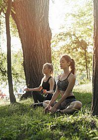 Жива йога у парку