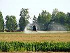 Внесення інсектициду Кораген на кукурудзу гвинтокрилами