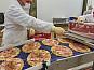 Рабочий на производство пиццы в Польшу