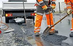 Азаров: «Ремонтировать дороги можно в любую погоду»