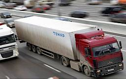 Азаров запретит грузовикам передвигаться по главным автомагистралям страны
