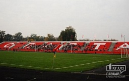 Вслед за «Кривбассом» может погибнуть и поле стадиона «Спартак»