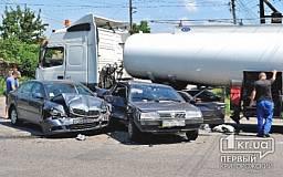 Серьезное ДТП в Кривом Роге: На перекрестке бензовоз столкнулся с двумя автомобилями