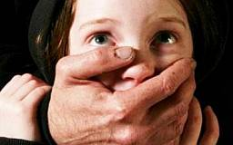 В Кривом Роге 41-летний педофил в извращенной форме изнасиловал 5-летнюю девочку