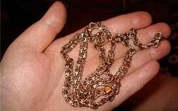 В Кривом Роге женщина выносила мусор и лишилась золота на 4 тыс. гривен
