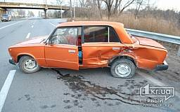 В Кривом Роге водитель «ВАЗа» грубо нарушил ПДД на Объездной