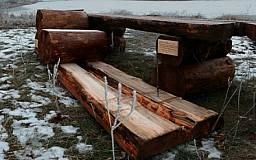 В Кривом Роге вандалы сбросили в реку новые лавочки