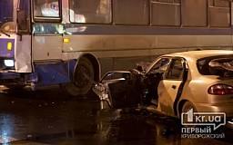 ДТП в Кривом Роге: в центре города пассажирский автобус смял «Daewoo»(ОБНОВЛЕНО)