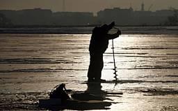 В Криворожском районе под лед ушли два рыбака. Одного из них спасти не удалось