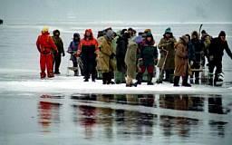 В Днепропетровской области оторвалось 2 льдины с рыбаками