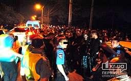 В Кривом Роге на Долгинцево автомобиль сбил 8-летнего мальчика. Сотни местных жителей пытались спровоцировать самосуд