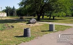 Криворожане украли лавочки со сквера Героев, поставив их себе под подъезд