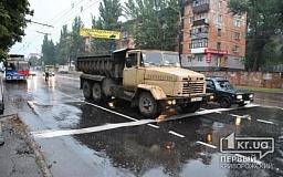 В Кривом Роге водитель мотороллера въехал в «КрАЗ»
