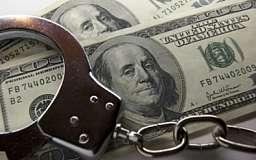 Налоговик требовал ежемесячную взятку от криворожанина