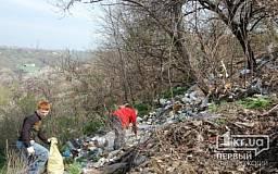 Криворожские скалолазы организовали уборку мусора на скалах МОПРа