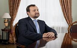 Среди украинских чиновников самую большую зарплату получает Арбузов