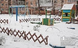 Жители Кривого Рога сами строят детские площадки и украшают подъезды