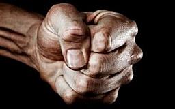 В Кривом Роге ударили по голове и ограбили пенсионерку