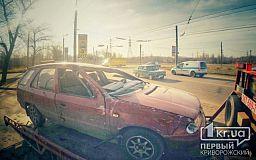 В Кривом Роге на Заречном перевернулся автомобиль, пострадала женщина