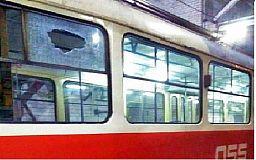 В Кривом Роге парень обстрелял вагоны скоростного трамвая из-за любопытства