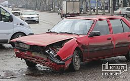 ДТП возле горисполкома. В Кривом Роге столкнулись Daewoo и Mazda