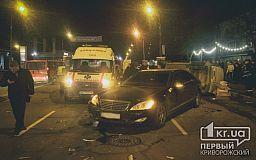В Кривом Роге пьяный водитель Mercedes врезался в Renault, BMW, KIA (ОБНОВЛЕНО)