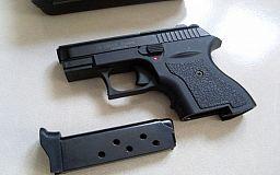 По улицам Кривого Рога разгуливал мужчина с пистолетом