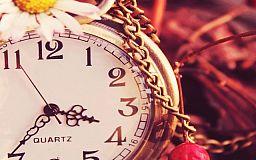 Не забудьте превести cтрілки годинника