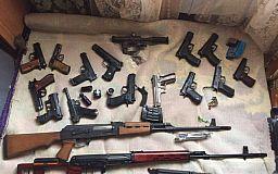Полицейские предлагают украинцам добровольно сдать оружие