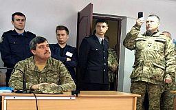 У військовій формі і з групою підтримки чекає вирок суду генерал Назаров