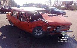 В Кривом Роге столкнулись Mercedes и ВАЗ. Есть пострадавший