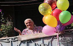 «Никому не говорила, что мне 90 лет. Стоит одной узнать и уже все в курсе», - криворожанка отпраздновала День рождения