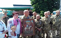 Криворізькі бійці АТО подарували капелану ікону в храм