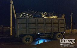 В Кривом Роге грузовик с металлолом ночью «встретился» с электроопорой