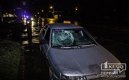 В Кривом Роге ночью пешеход угодил под колеса такси