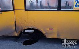 В криворожской маршрутке отвалилось колесо