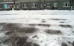 Криворожским предпринимателям пригрозили штрафами, если они не будут убирать снег и лед