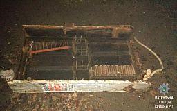 Металлический шкаф криворожанин выкорчевал из земли ради наживы