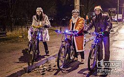 Деды Морозы на велосипедах катали по предновогоднему Кривому Рогу