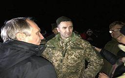 Криворіжці, звільнені з полону терористів, приземлились в Харкові