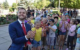 Константин Усов презентовал жителям Центрально-Городского района новый вид ДК «Карачуны» и дал старт реставрации