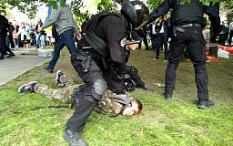«Двоє організаторів тітушок у СІЗО, один – у розшуку», - Нацполіція про сутички 9 травня у Дніпрі