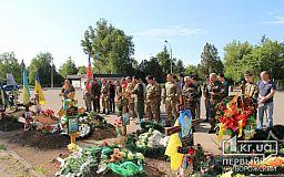 К 68-ми могилам погибших в АТО криворожан на Аллee Славы пришли поклониться горожане