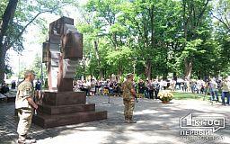 Возложили цветы к памятнику павшим воинам и власть имущие Кривого Рога