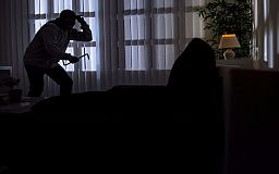 Рецидивист проник в квартиру и обокрал криворожанина на 30 тысяч гривен