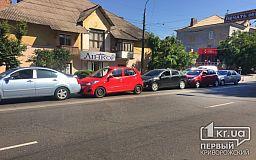 Цепная реакция: в Кривом Роге столкнулись 5 автомобилей