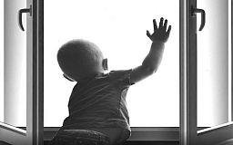 В Кривом Роге из окна общежития выпали двое детей