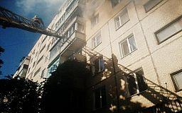 Ребенка, пенсионера и двух женщин из горящего дома спасли пожарные